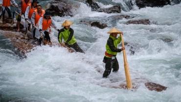 Log rafting in Wakayama