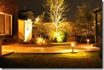 通路と庭のライティング
