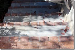 コンクリート階段縁レンガ立て005
