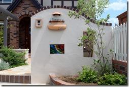 可愛らしい塗壁ジョリパツト仕上げの門柱