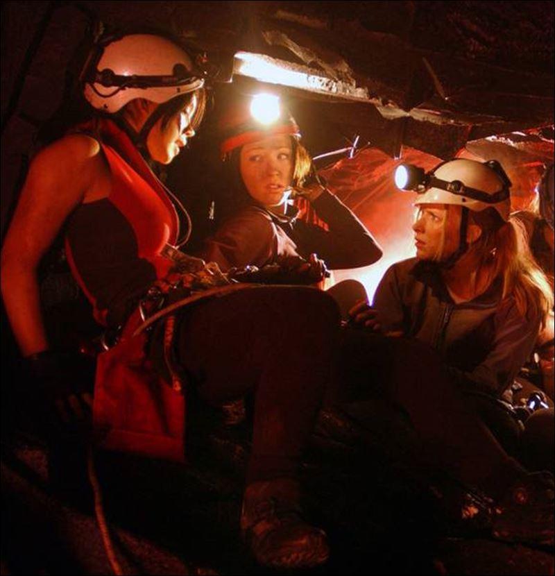 The Descent Juno Beth Sarah cave