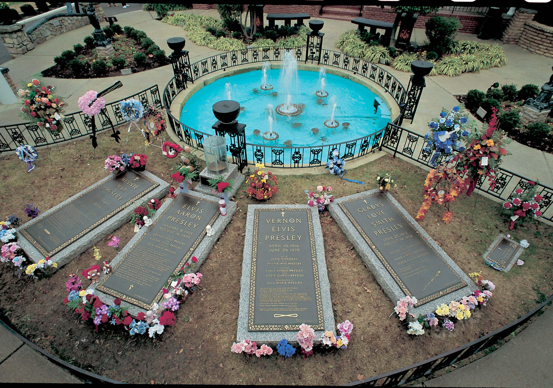 https://i1.wp.com/www.toledoblade.com/image/2011/08/15/Graceland-graves.JPG