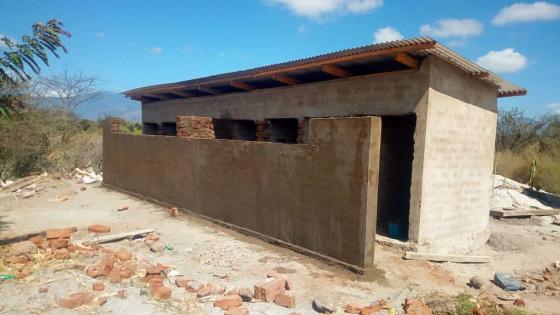 Auch die Sichtschutz-Mauer ist bereits fertig.