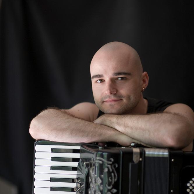 Víctor Prieto: acordeonista en Nueva York