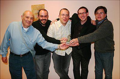 Pachi Tapiz y parte del equipo de Tomajazz en Madrid con la estatuílla. De izquierda a derecha: Enrique Farelo, Sergio Cabanillas, Pachi Tapiz, Arturo Mora y Carlos Lara © Javier Nombela, 2008