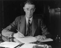 Vannevar_Bush_portrait