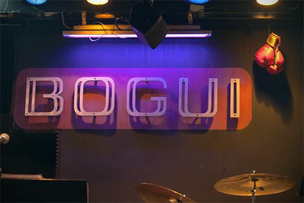 En el escenario del Bogui, su símbolo de lucha © Sergio Cabanillas, 2015