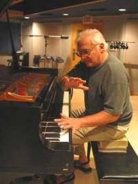 Paul Bley grabando a piano solo en 2006. Fotografía por Carol Goss.
