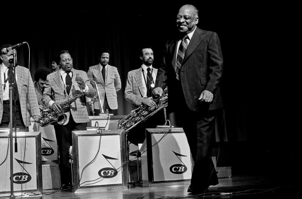 Count Basie and Band. Hamburgo, 1974. Fotografía por Heinrich Klaffs