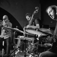 INSTANTZZ: Stéphane Belmondo, Gonzalo Del Val & Manel Fortià (Jazz Tardor – Café del Teatre, Lleida. 2019-11-09) [Galería fotográfica]