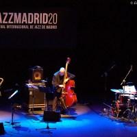"""Juan Saiz - Baldo Martínez - Lucía Martínez """"Frágil Gigante"""" (Festival Internacional de Jazz de Madrid, Centro Cultural Fernán Gómez, Madrid. 2020-11-15) [Concierto de jazz] Por Enrique Farelo y Carlos Lara"""