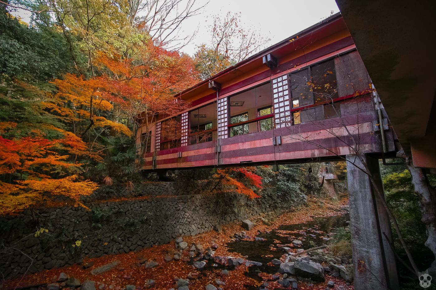 A Deserted Hototogisu Inn  ほととぎす旅館