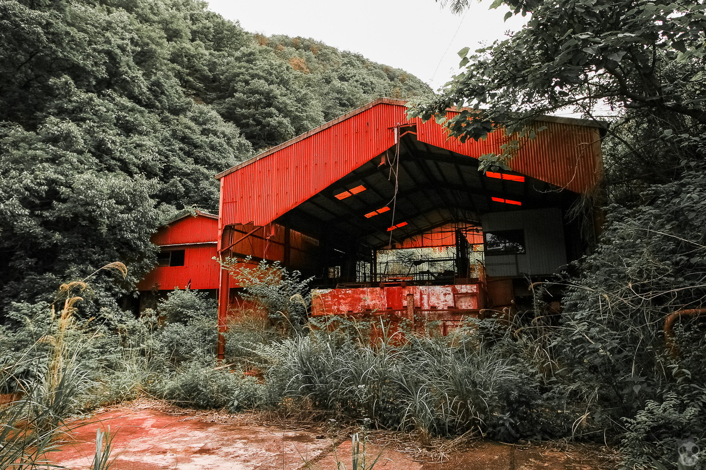 The Red Abandoned Factory  弁柄工場 廃墟