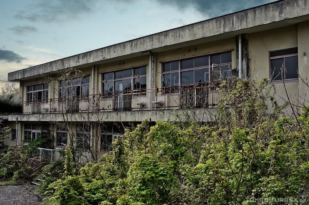 The Abandoned Tuberculosis Sanatorium  貝塚の結核療養所