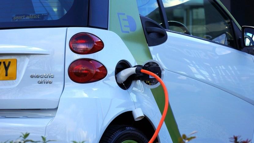 elektrische auto die wordt opgeladen