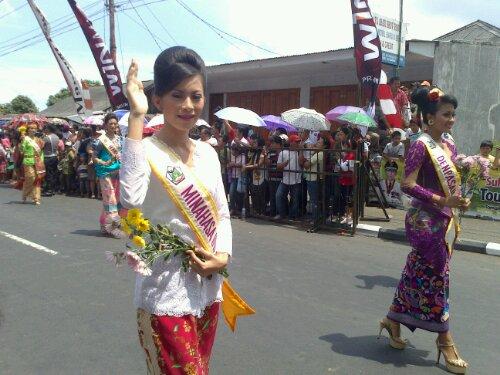 Rombongan Kontes Ratu Bunga, TIFF2012