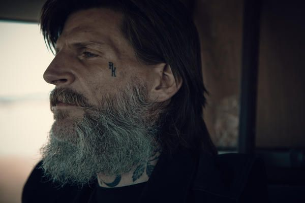 """Dylan Carlson, ascolta """"Scorpions In Their Mouths"""""""