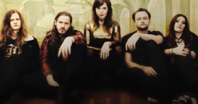 black-moth-band