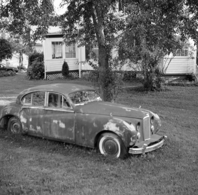 Rusted-Old-Car-In-The-Front-Yard
