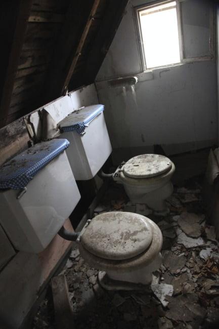 old_lodge_bathroom-buddy-system_5633105003_o_1