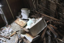 old_lodge_sink-and-toilet_5633841456_o_39