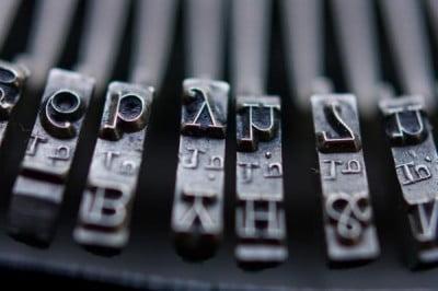 vintage-typewriter-keys