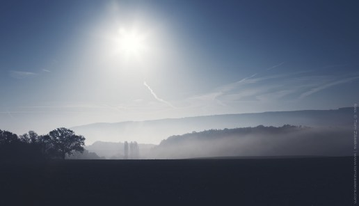 Modré mlhavé ráno
