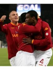 I giocatori esultano dopo il gol di Juan