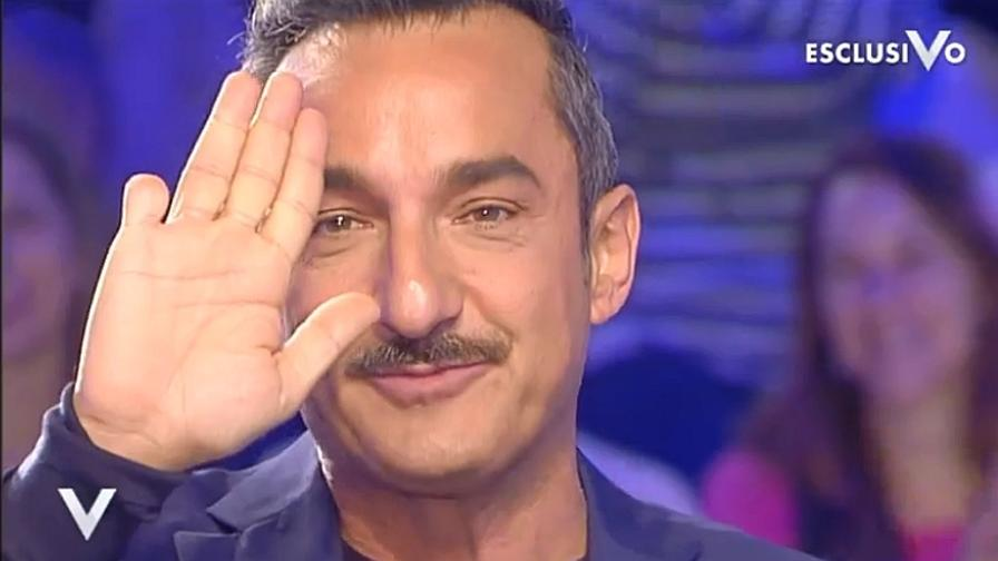 Le dita di Nicola Savino
