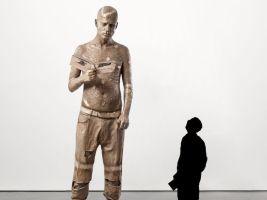 La statua di zombie boy