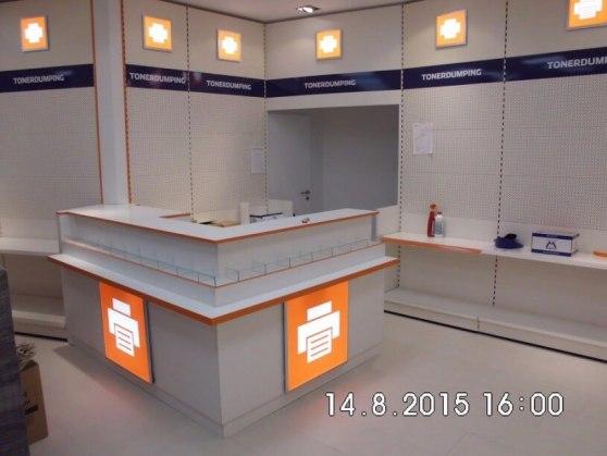 Wilmersdorfer Arcaden, 6 Tage vor der Neueröffnung: Vorderansicht des Tresens.