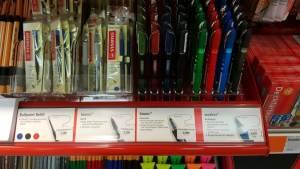 Praktisch: Die Stifte und ihre Funktionen sind direkt am Regal beschrieben - und testen kann man sie da auch gleich.