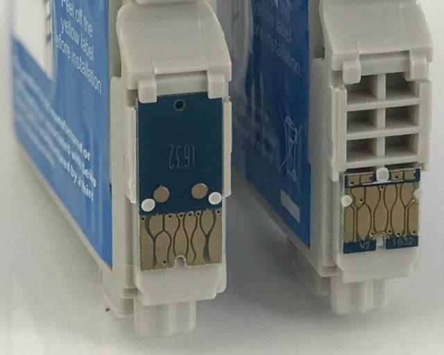 Links der Chip, der vom WF-2760 nicht erkannt wird. Der Chip auf der rechten Patrone funktioniert.