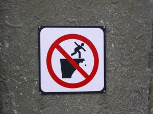 Placard for dangerous cliff