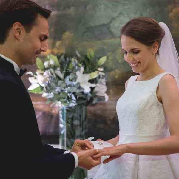 Cérémonie laïque de mariage avec remise de la bague par le Marié à la Mariée