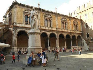 Piazza Dante, Verona
