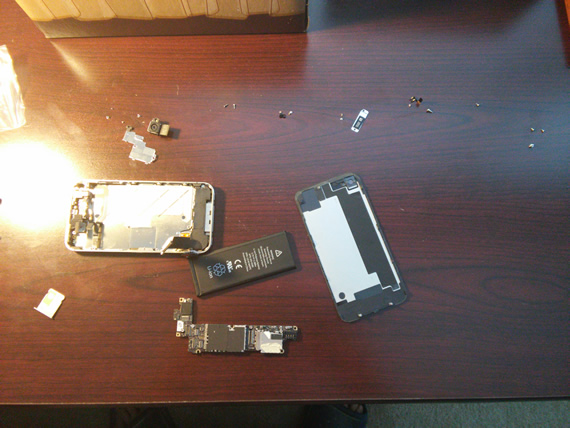 iphone 4s taken apart