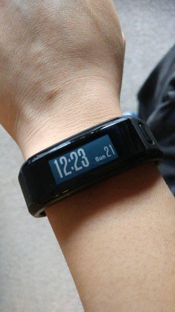 Garmin Vivosmart HR on wrist
