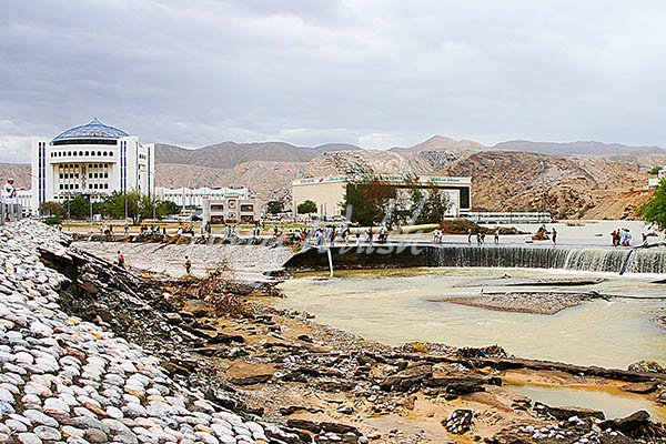 Cyclone Gonu damage near Al Harthy Complex