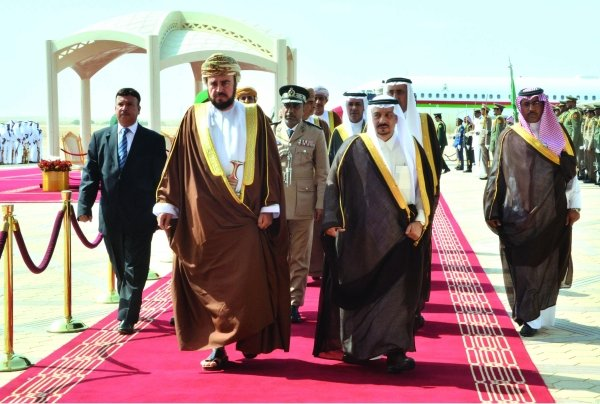 Sayyid Asa'ad bin Tariq bin Taimur Al Said (Left)