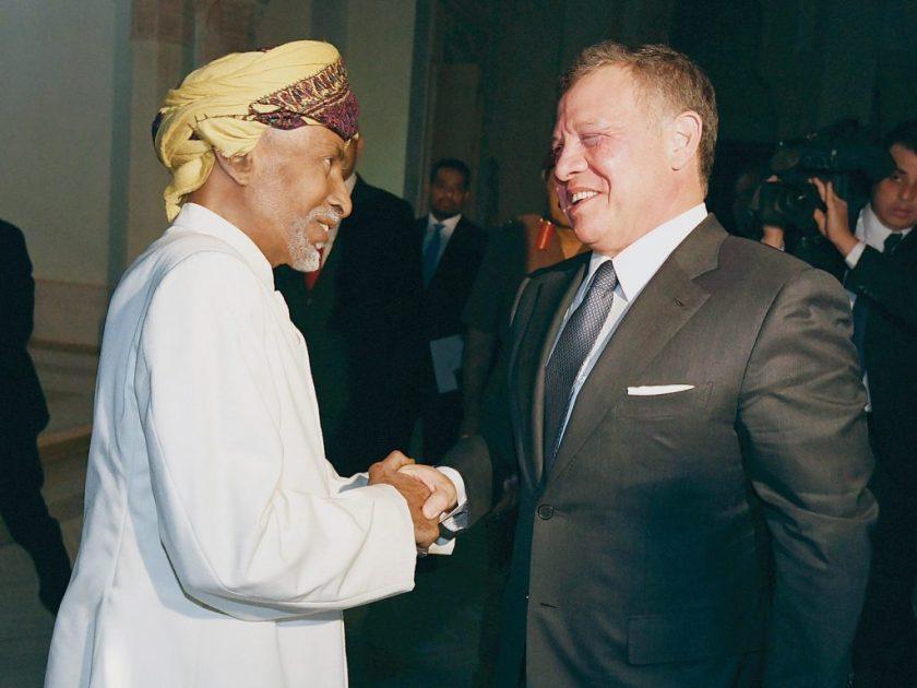 Sultan Qaboos greets King Abdullah