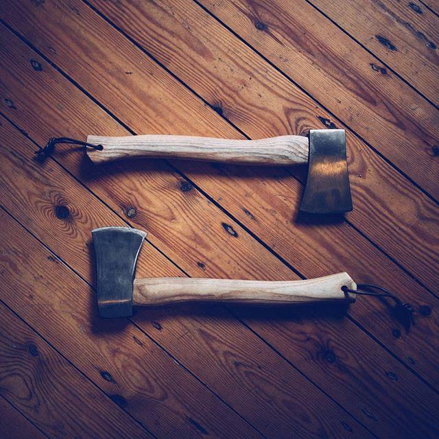 1523604052 - El frío, las borrascas y las nevadas no dan paso a la primavera. Preparar leña porque el invierno ha llegado tarde y tardará un poco en irse también. #leña #hachas #axe #woodwork #wood #woodlovers #intothewild #herramientaamadera #herramientas #pro #leñador