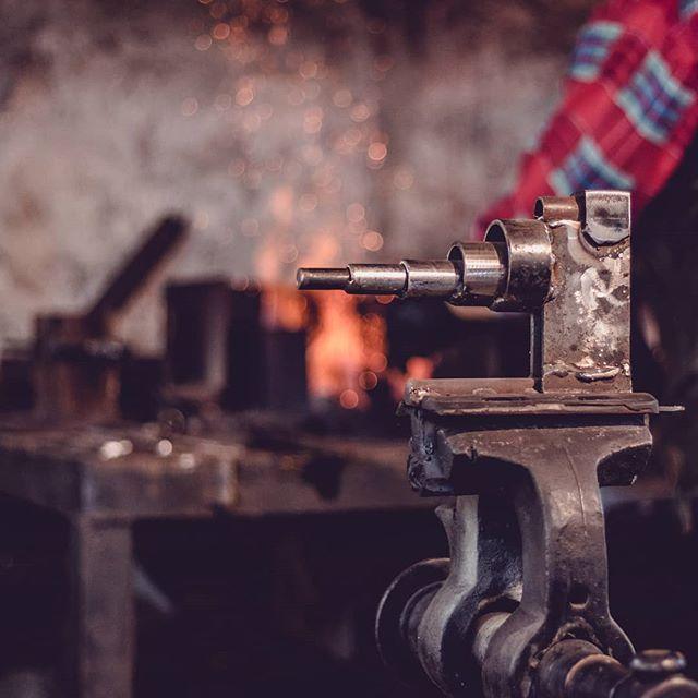 1523957869 - Hay herramientas manuales y maquinarias, hay útiles y utillajes pero todo depende de tí a la hora de crear un trabajo notable. #workcraft #tools4us #herramientas #herramientaamadera #herramientasdetrabajo #herramientasonline #tools #carpinteria #herreria #brico #diy #diydecor