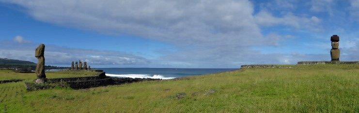 Panoramic view of moai