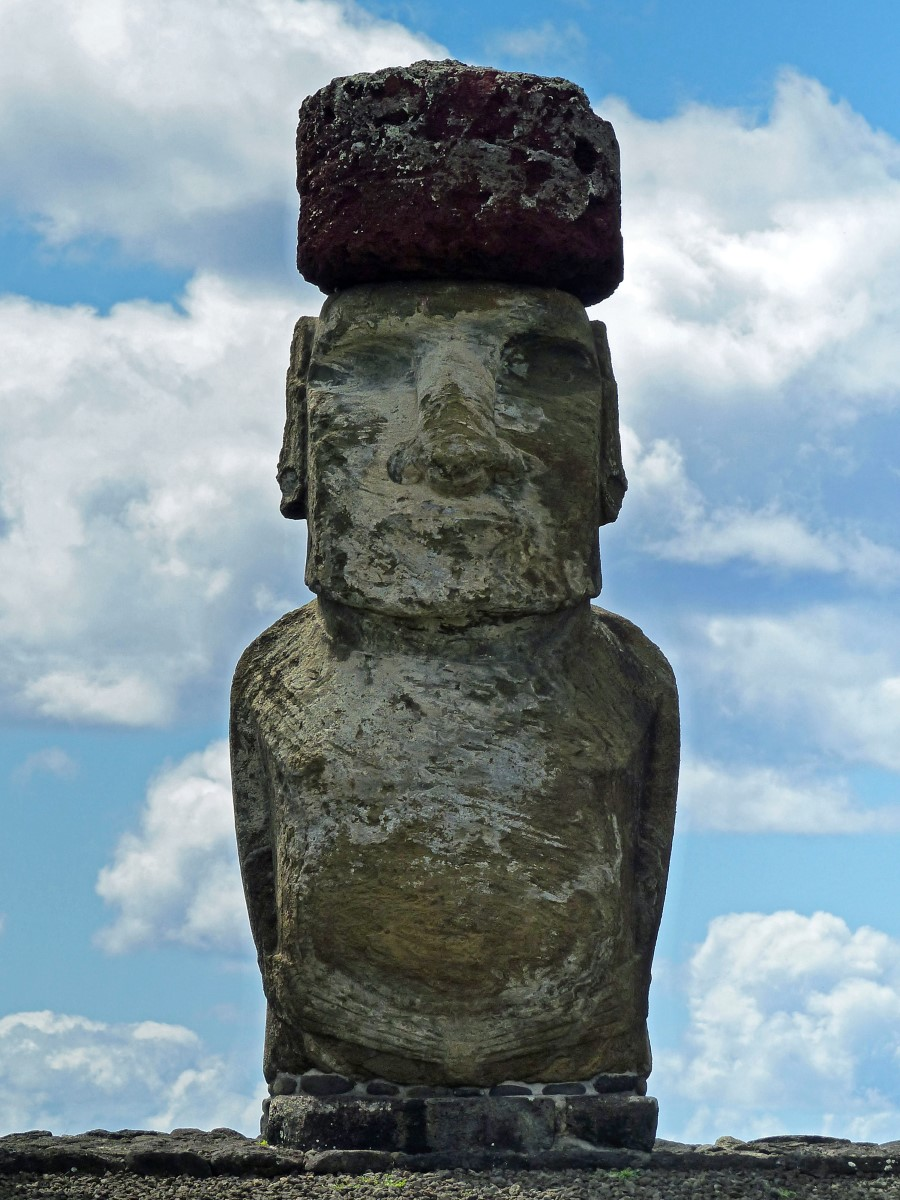 Moai with top-knot