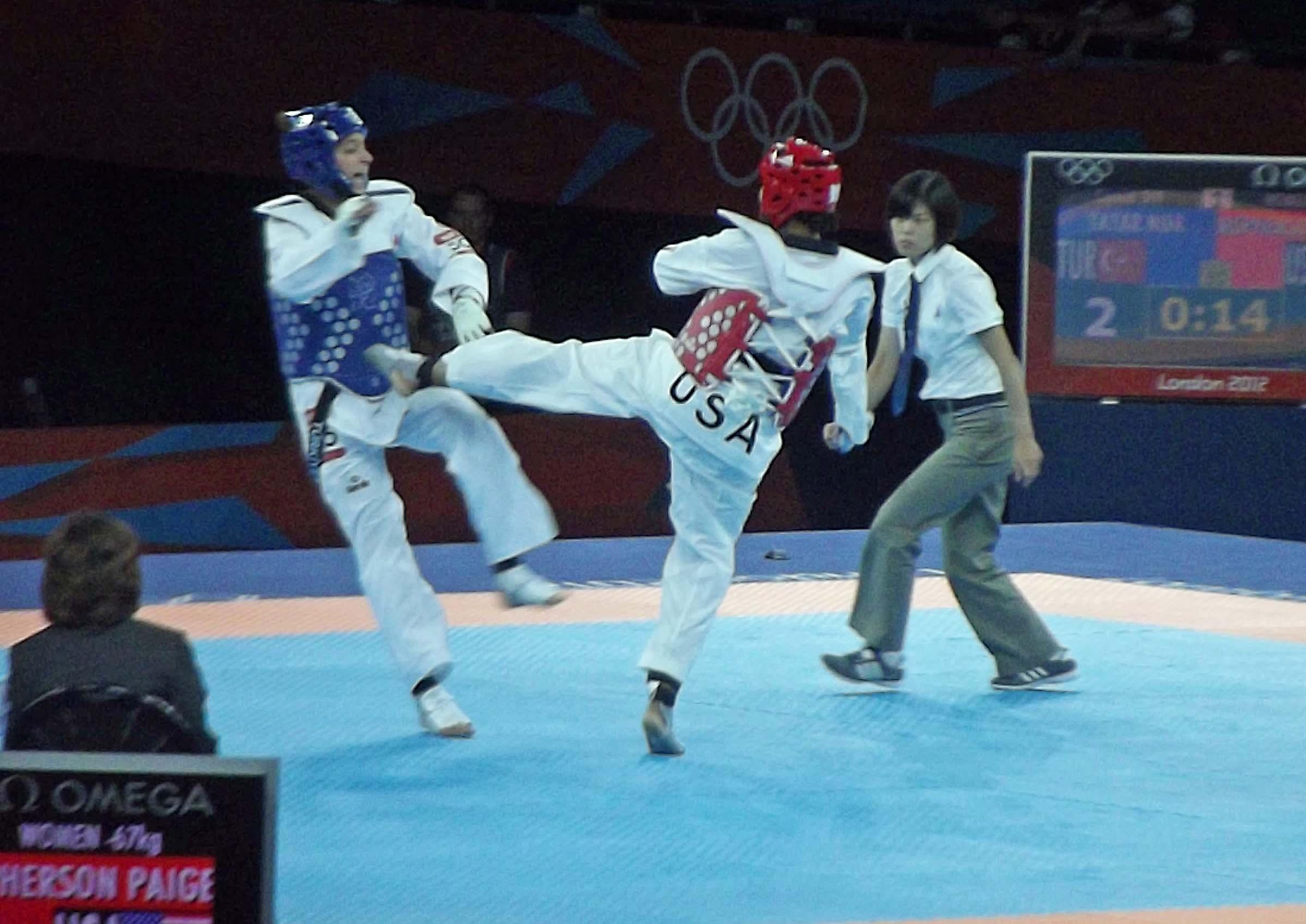 Two taekwondo competitors fighting