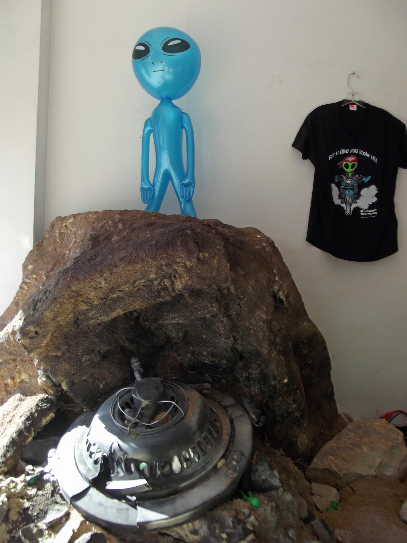 Display with flying saucer and blue alien