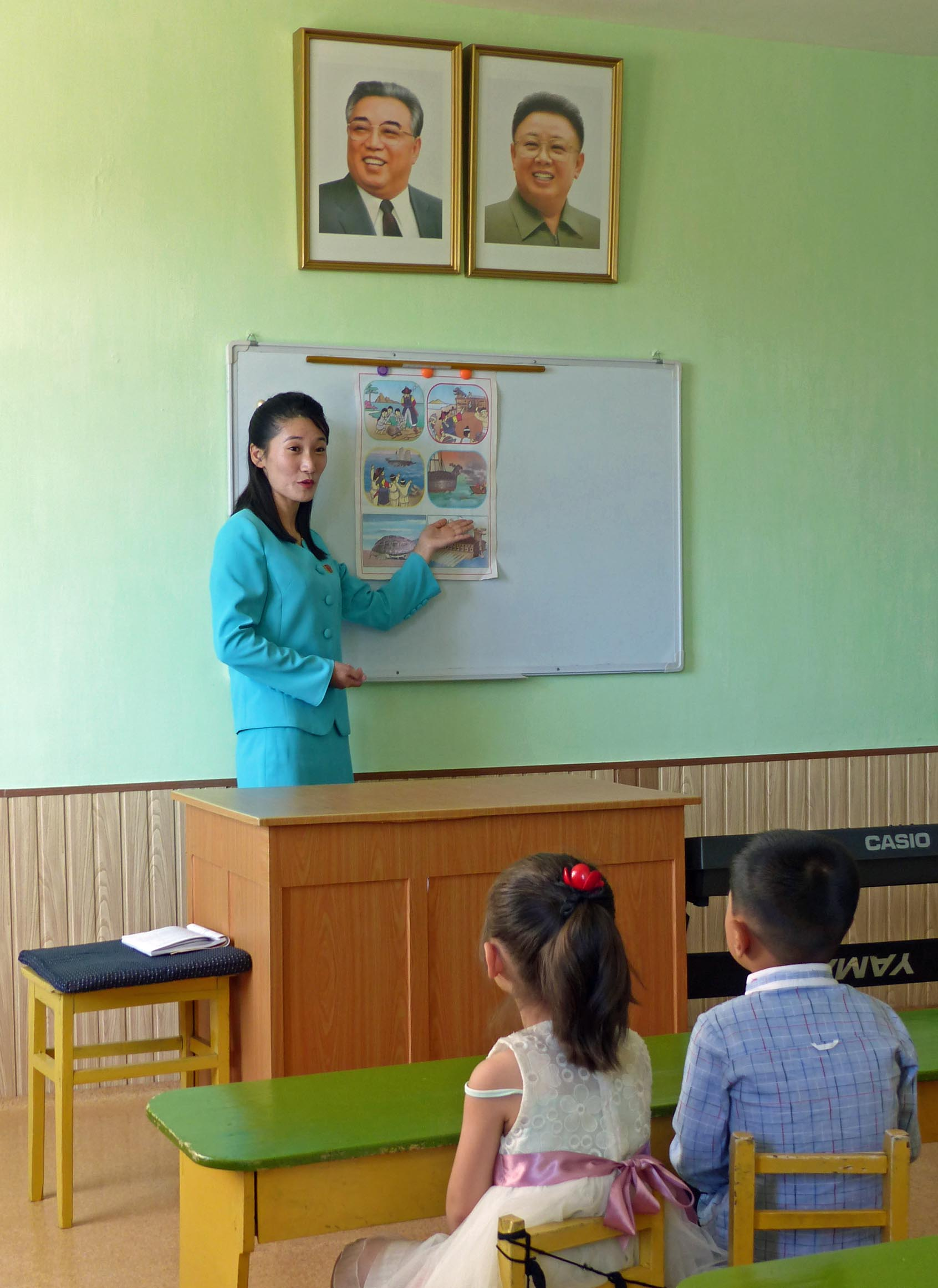 Lady teaching a class of small children