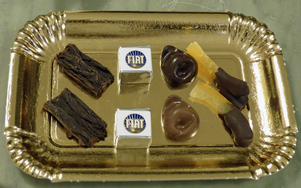 Gold paper tray with eight chocolates