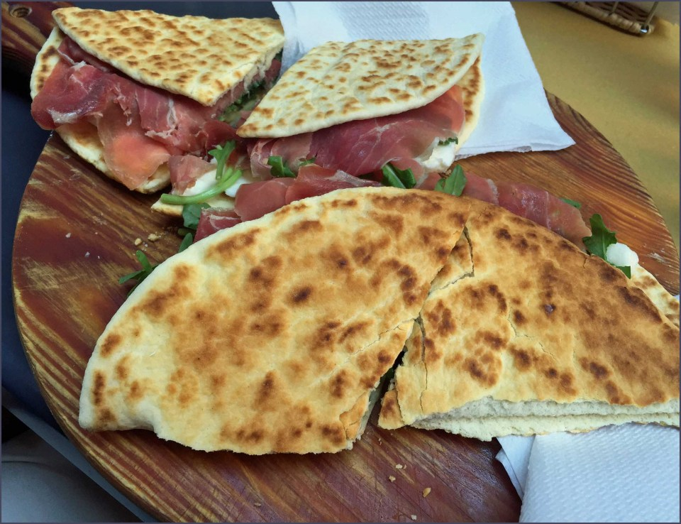 Flat breads with meat filling